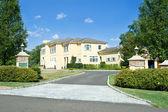 New Large Single Family House Gate Driveway Suburban Philadelphi — Stock Photo