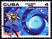 Cubaanse postzegel satelliet studeren aarde astrofysica buitenste — Stockfoto