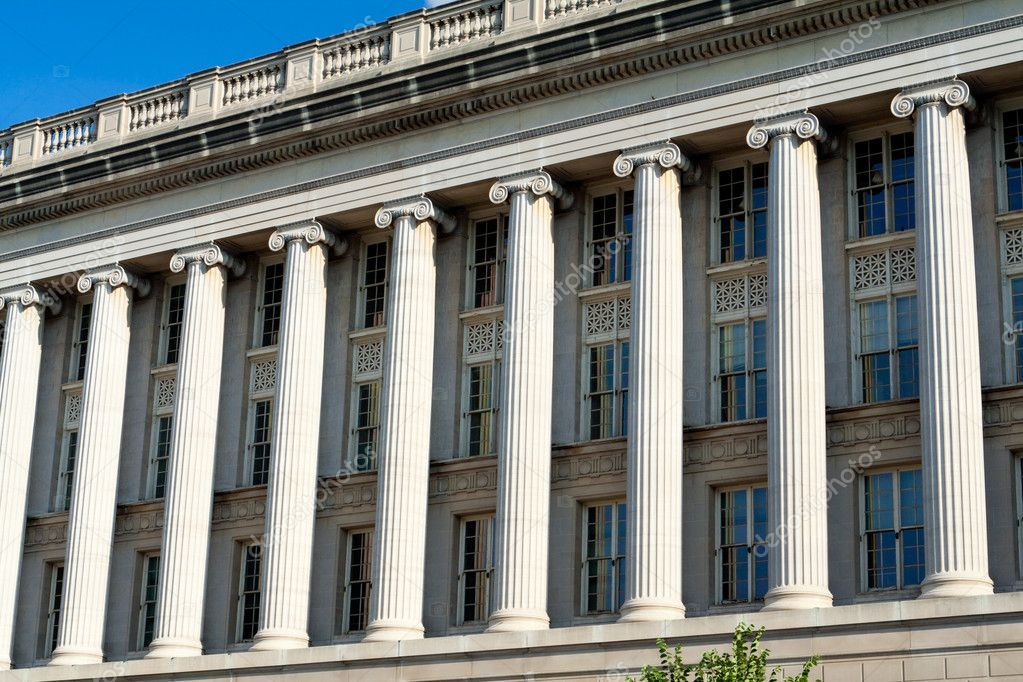 Front Facade of the US Department of Commerce in Washington, DC. USA  in strong morning light — Stock Photo #7895714