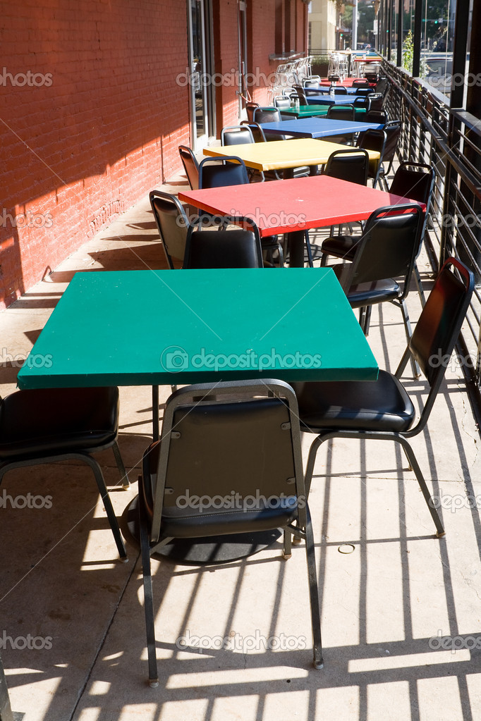 Colorati tavoli sedie all 39 aperto ristorante caf usa - Tavoli colorati ...