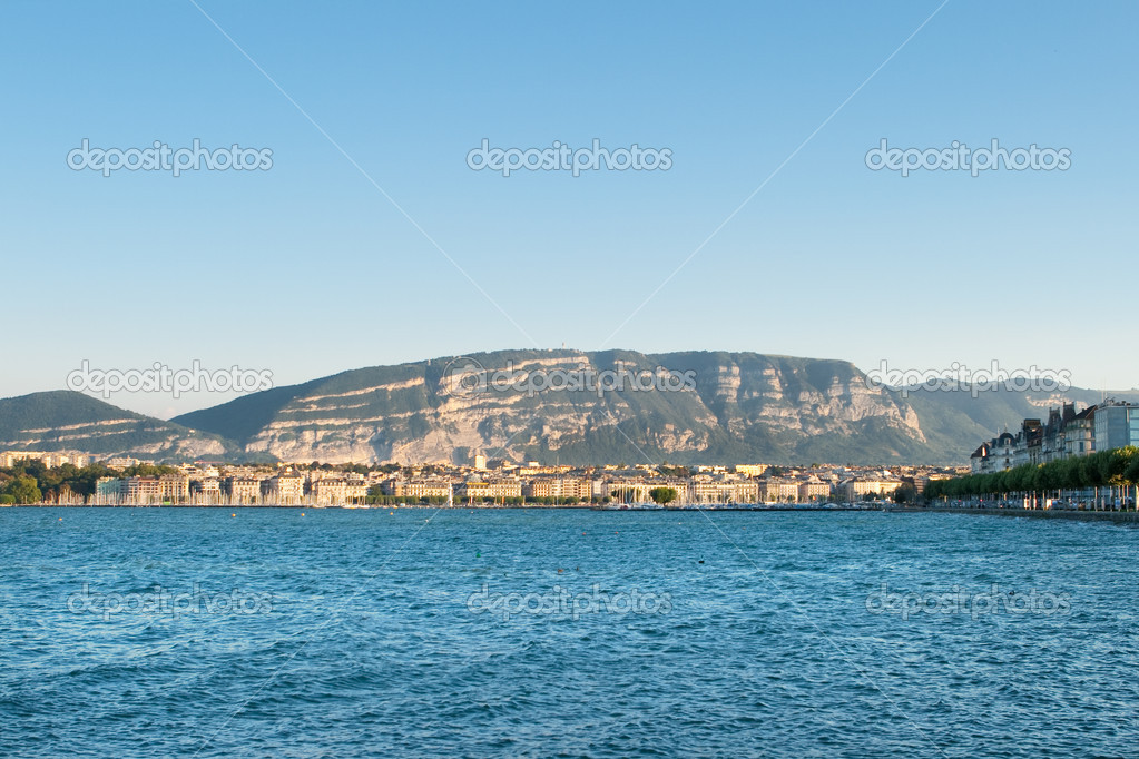 Lake and City of Geneva, Switzerland, Mont Saleve in the late afternoon. — Stock Photo #7896315