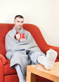 Man with broken leg — Stock Photo