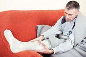 Man with broken leg — Stock Photo
