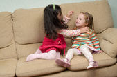 Two little girls conflicting — Stock Photo