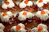 Small cupcakes with cream and cherry #2 — Stock Photo