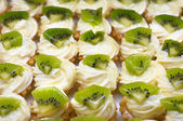 Petit fours with kiwi — Stock Photo