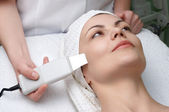 Beauty salon series, ultrasound skin cleaning — Stock Photo