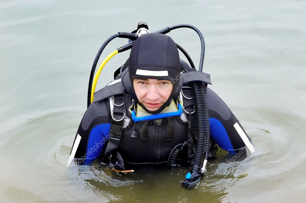 Scuba diver in wet suit entering the cold water — Stock Photo #7796023