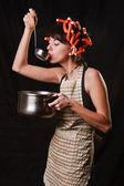 Casalinga tentativi una zuppa — Foto Stock