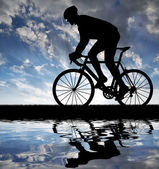 Silhouette of the cyclist — Stock Photo