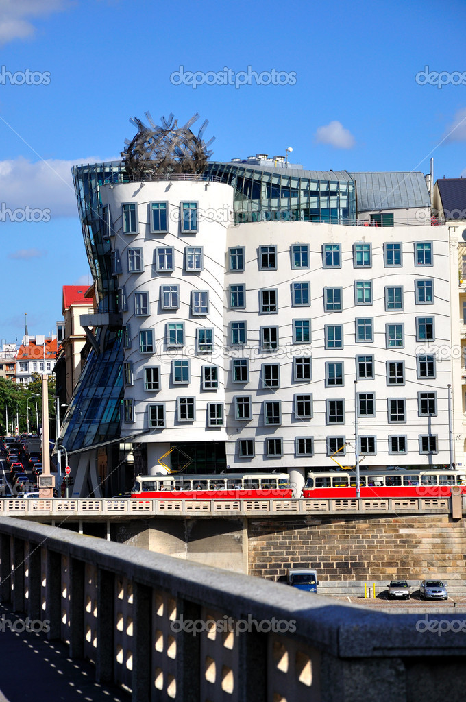 PRAGUE - SEPTEMBER 6: Modern house, also known as Dancing house, designed by Vlado Milunic and Frank O. Gehry. September 6, 2011 in Prague, Czech Republic. — Stock Photo #7956408
