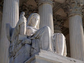 Supreme Court Statue — Stock Photo