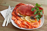 Crab with shrimp and parsley on a wooden table — Stockfoto