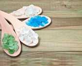 Different types of bath salts in a wooden background. — Foto Stock