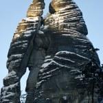 silueta de hombre y mujer en la ciudad de roca, República Checa — Foto de Stock