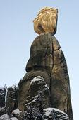 Silhouette donna pietra nella città di roccia, repubblica ceca — Foto Stock