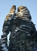 Silhueta de homem e mulher na cidade do rock, república checa — Foto Stock
