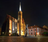 Church and monument at night. They are located on island in the middle of W — Stock Photo