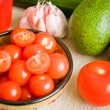Bowl of cherry tomatoes and other vegetables — Stock Photo