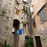 Courtyard in Mediterranean town — Stock Photo