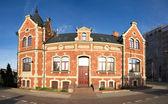 Edificio antiguo desde perspectiva extraña en bydgoszcz, polonia — Foto de Stock