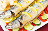 Baked mackerel with vegetables and lemon — Stock Photo