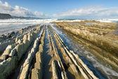Flysch ao oceano em zumaia, guipúzcoa, espanha — Foto Stock
