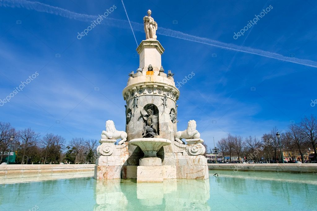 Fountain in Aranjuez close to the palace, Madrid, Spain — Stock Photo #7963034