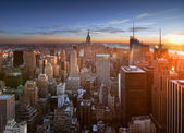 Pôr do sol sobre manhattan. — Fotografia Stock