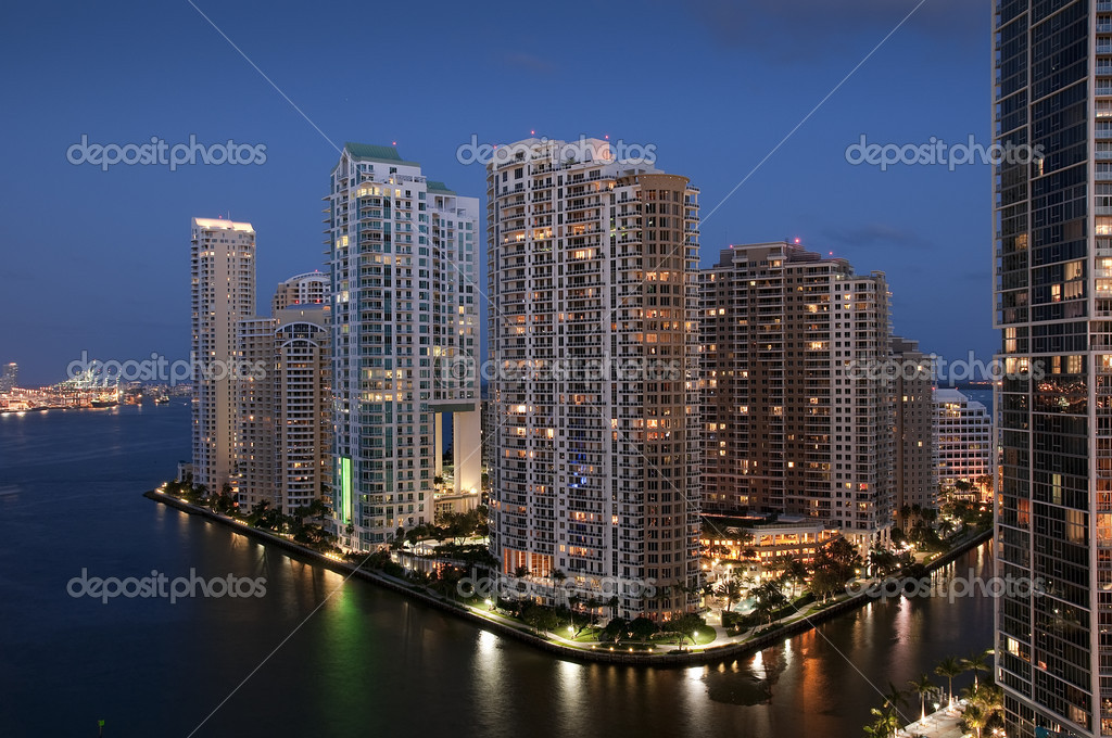 Sunset over the Marina of Miami downtown — Stock Photo #7918593