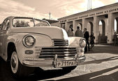 The retro car (GAZ M-20 Pobeda) — Stock Photo