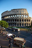 Colosseum in Rome during traffic time — Stock Photo