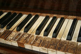 Old piano — Stockfoto