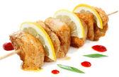 Chicken shish kebab with lemon — Stock Photo