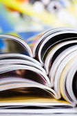 Staré časopisy s ohýbáním stránky