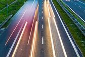 Eccesso di velocità auto in autostrada, sfocatura di movimento