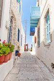 úzká ulice v řeckém stylu