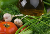 zelenina a láhev oleje