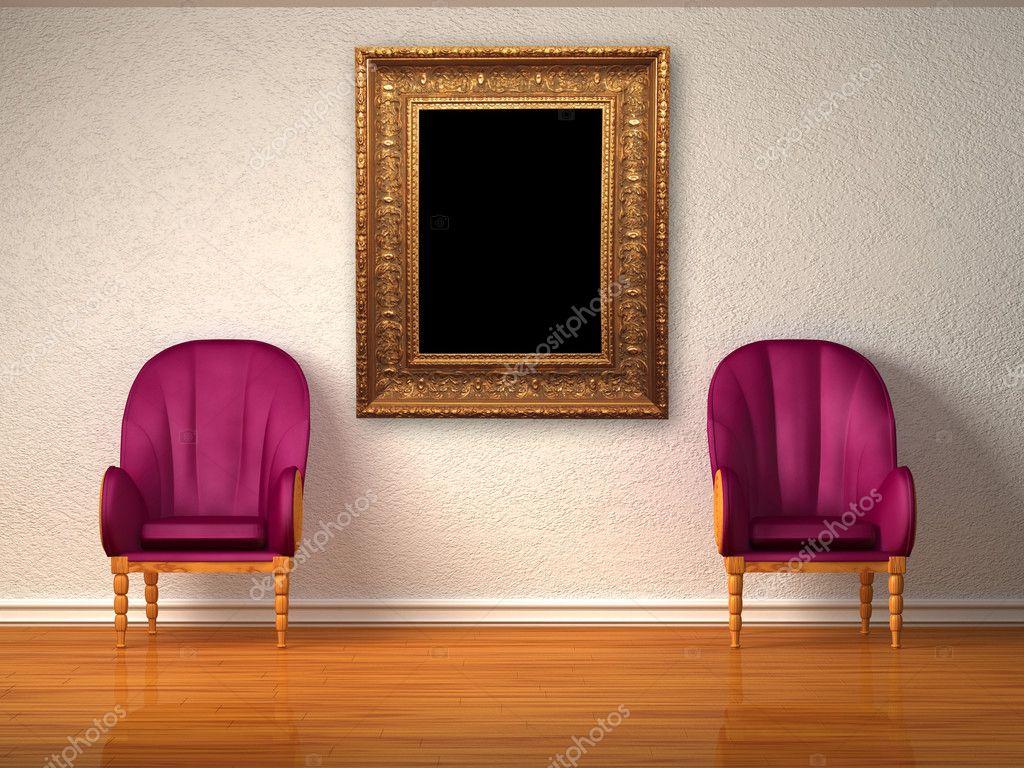 Twee luxe stoelen met antieke frame in minimalistische interieur