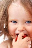 dítě s jídlem