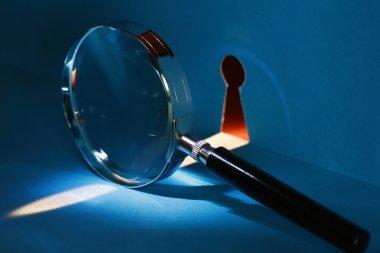 Spy Through Keyhole
