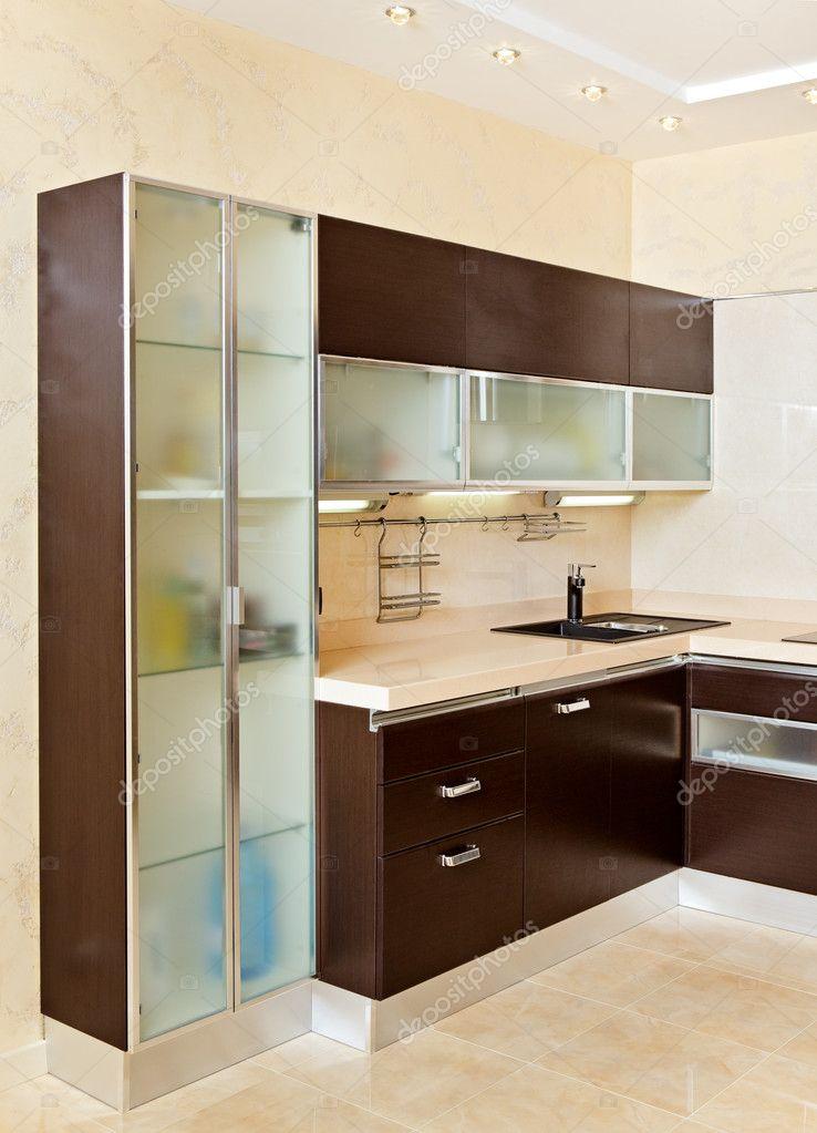 Parte Del Interior De La Moderna Cocina Con Alacena En Tonos Cálidos U2014  Fotos De Stock