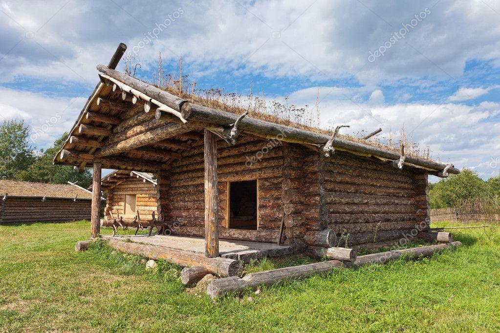 maison traditionnelle en bois russe ancienne xe si cle photographie blinow61 6965315. Black Bedroom Furniture Sets. Home Design Ideas