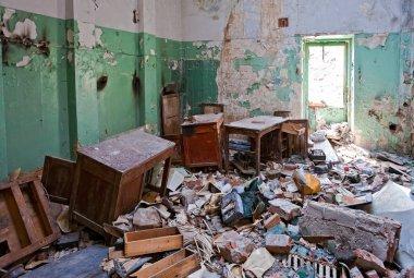 Grunge abandoned office