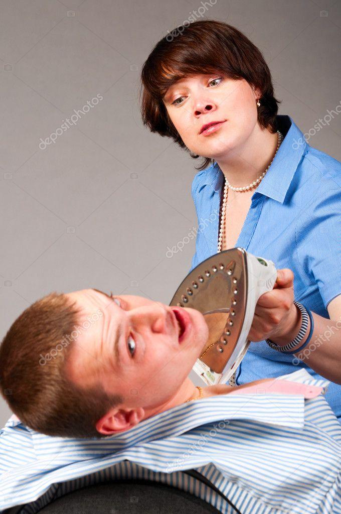 Женщина замучила мужчину