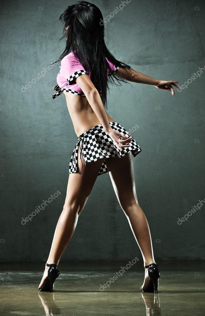 фото танцующих в юбке девушек - 14