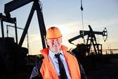 inženýr v ropné pole