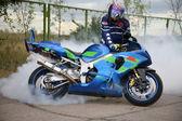 Fotografie motocyklista a motocyklu