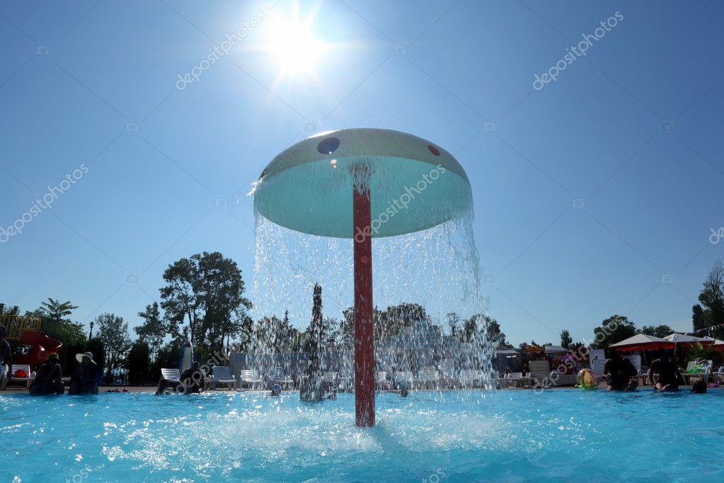 Brunnen In Form Des Pilzes Im Pool Unter Freiem Himmel U2014 Foto Von Paha_L