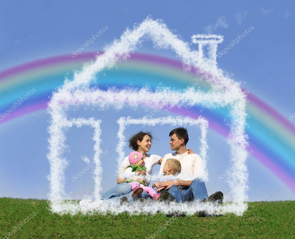 e3affc1b8d466 rodzina siedzący w wymarzony dom i tęcza kolaż — Zdjęcie stockowe ...